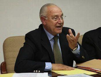 La presa de possessió deCristóbal Huguet a conseller d'Ordenació de Territori no es va celebrar de forma pública