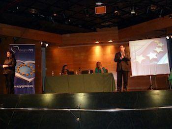 El eurodiputado Ádám Kósa advierte en Palma de que solo entre el 30% y el 40% de las personas con discapacidad de la UE cuenta con un empleo