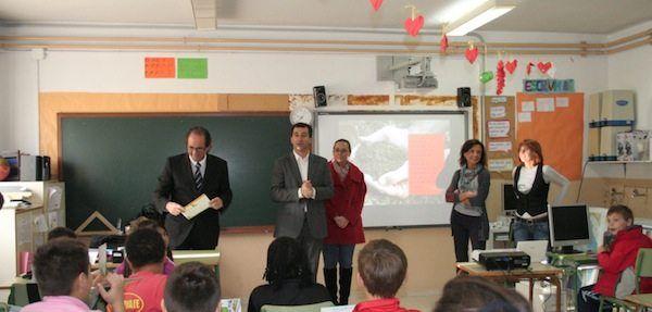Davant l'entrada d'ANPE al Consell Escolar de Menorca