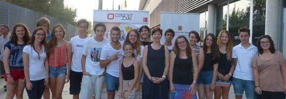 María José Frau i els joves participants en el Programa Júnior d'estudi d'idiomes a l'estranger