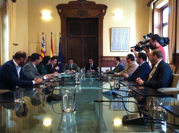 La Junta Directiva de la FEHM se reúne con los Consellers d'Economía i Competitivitat y d'Hisenda i Pressuposts