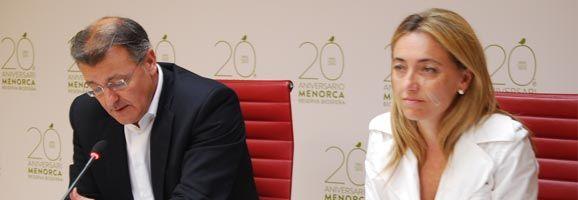 El presidente del Consell, Santiago Tadeo, y la consellera de Turismo Salomé Cabrera
