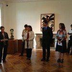 Fernando Gilet, tinent de batle de Cultura i Esports, va gaudir de les obres de l'artista Miró.