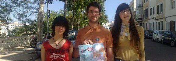 Judit Pérez y Omar Balastegui, organizadores del evento Japón, junto a la colaboradora de Alayor, Lydia Amaro. (de derecha a izquierda)
