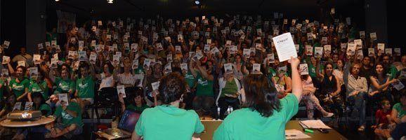 Fotografia de l'acte de presentació de l'Assemblea de Docents i de la Vaga Indefinida, al Teatre Municipal de Manacor.