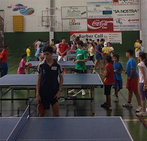 Nens i Joves disfrutant de la Final de Xala Jugant