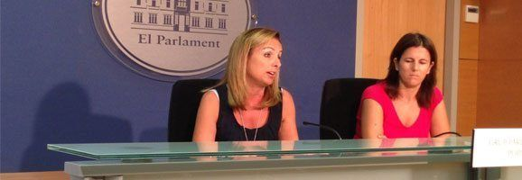 La portavoz del Grupo Parlamentario Popular, Mabel Cabrer, ha declarado sobre el incendio Andratx y sentencia caso Scala.