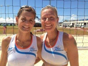 María y Vane, competidoras en Voley playa femenino.