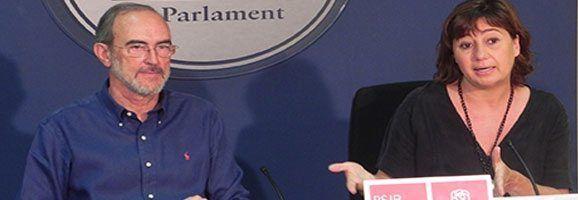 La portaveu Francina Armengol i el diputat Antoni Diéguez.