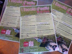 Cartell informatiu de les activitats que es duran a terme a l'escola d'estiu Tirso Pons.