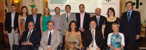 La nova Junta de Govern, amb el Director General de Gestió Econòmica i Farmàcia, César Vicente.