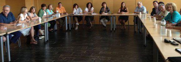Fotografia presa en el moment de la constitució del Consell de Serveis Socials de Menorca.