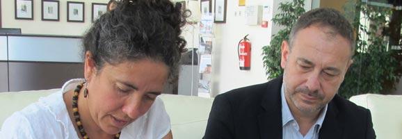 El presidente de AHPM, Gabriel Llobera, y la Presidenta de la Fundación Deixalles, Francesca Martí, en el momento de la firma del acuerdo de colaboración.