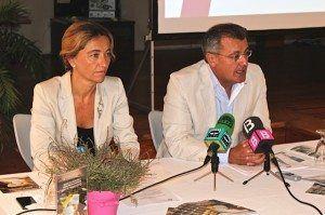 El presidente del Consell Insular, Santiago Tadeo y la consellera de turismo Salomé Cabrera, presentando la campaña Made in Menorca.