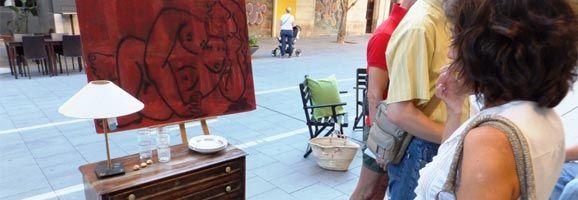 Els vianants han apreciat l'art, creat pels discapacitats de la Fundació ASPROM, exposat al carrer Blanquerna.