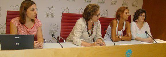 La consellera de Cultura, Patrimoni i Educació, Maruja Baíllo, junt amb Anna Tudurí, Pilar Vinent i Clara Giralt.