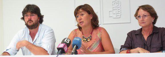 Vicenç Tur, Francina Armengol i Cristina Rita parlant al Ple realitzat avui migdia.