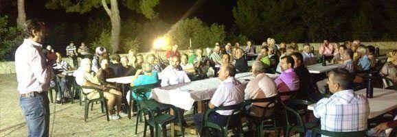 Momento del discurso de Joan Magro frente a los simpatizantes y afiliados del Partido Popular, en el Monasterio de la Consolación.
