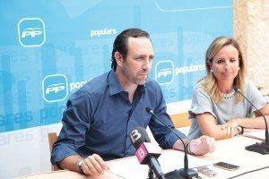 José Ramón Bauzà, en la rueda de prensa de hoy,  ha propuesto una reducción del número de diputados.