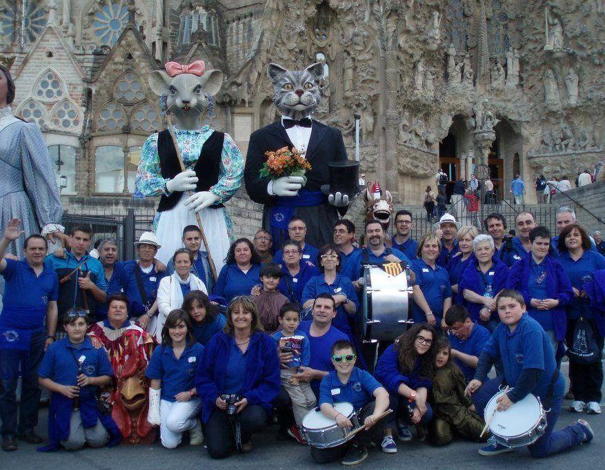 La Colla de Geganters de Calonge, acompanyant a Martí i Valentina, els seus Gegants.