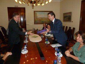 El Alcalde de Ljubljana, Zoran Jankovic recibiendo en el Ayuntamiento de Ljubljana a Fernando Gilet.