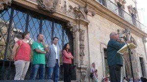 (De izquierda a derecha) La regidora de Bienestar Social e Igualdad, Ana Ferriol; el regidor de la oposición Antoni Verger; el conseller de Presidencia del Consell de Mallorca, Jaume Juan; la tinente de alcalde de Bienestar Social, Inmigración y Participación, Esperanza Crespí; y Toni Ballador presentando la trobada.