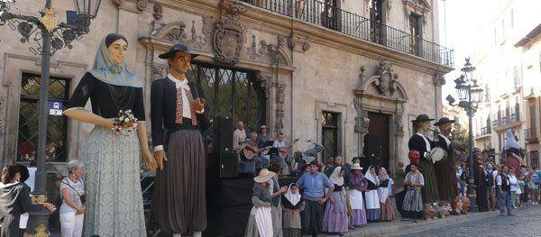 Colles i gegants que han participado esta mañana en la XVII Trobada de Gegants de Palma y VII de Mallorca