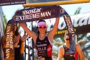 Dolça Ollé, ganadora del triatlón Isostar Extreme Man Menorca. Fotografía de José Luis Hourcade.