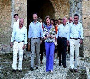 Portada de la Revista Àmbit. Èxit del V Fòrum Menorca Illa del Rei, dedicat a la Candidatura Menorca Talaiòtica Patrimoni Mundial de la UNESCO.