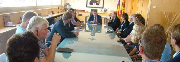 Visita de la representación parlamentaria de Dinamarca al presidente Tadeo en su despacho.