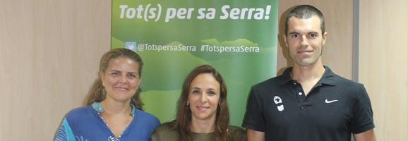 La directora general de Medi Natural, Neus Lliteras, amb els organitzadors de l'UTMST, Esther Vidal i Dani Salas