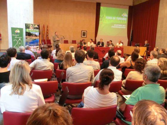 El Conseller Carlos Delgado presentando el Primer Foro de Turismo y Naturaleza de Menorca.