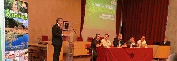 El Presidente Tadeo declarando en el Primer Foro de Turismo y Naturaleza.