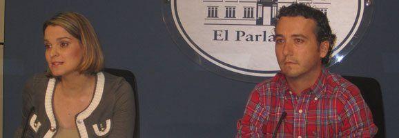 La portavoz adjunta del Grupo Parlamentario Popular, Marga Prohens, y el diputado popular Fernando Rubio.