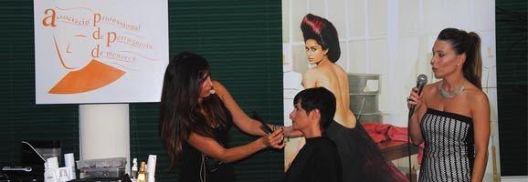 Éxito de la Gala de Peluquería en Menorca. Los profesionales enseñaron sus técnicas de peinado y corte.