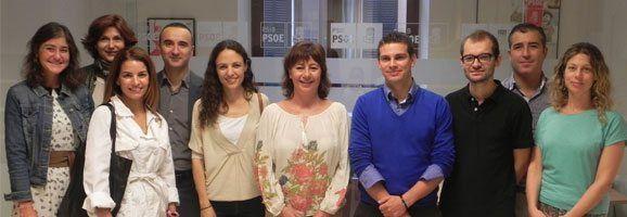 Francina Armengol i la junta directiva de l'Associació de Joves Empresaris de Balears.