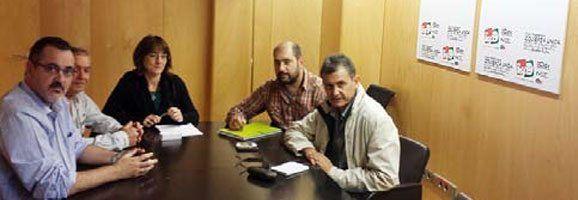 Ascensión de la Heras amb els representants dels treballadors dels Aeroports.