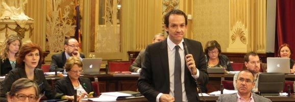 El diputat socialista Marc Pons valora les respostes a les tres preguntes plantejades pels diputats menorquins al ple del Parlament.