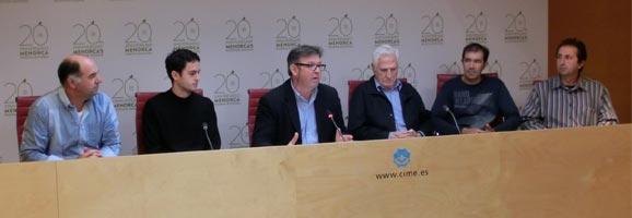 Fotografia de la roda de premsa sobre la promoció dels productes locals a les cooperatives menorquines.