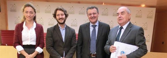 El director de Planificación, Programas y Slots de Vueling, Javier Suárez, reunido con el conseller de Movilidad y Proyectos, Luis Alejandre, la consellera de Turismo, Salomé Cabrera, y el presidente del Consell Insular de Menorca, Santiago Tadeo.