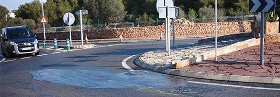 La rotonda de Son Carrió presenta un paviment poc ferm a causa de les obres per arreglar canalitzacions.