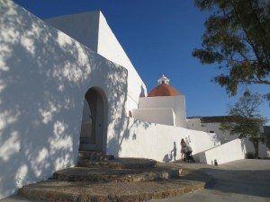 Acceso peatonal adaptado a la Iglesia del Puig de Misa, de Francisco Flaquer Vilas