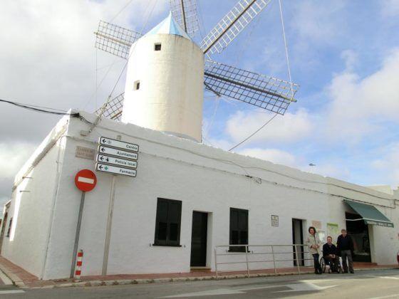 Fotografía del batle de Sant LLuís, Cristòbal Coll, al Molí de Dalt.