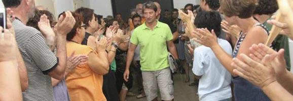 Els directors expedientats arribant a la delegació d'Educació a Menorca el dia en què es donà a conéixer que els havien expedientat.