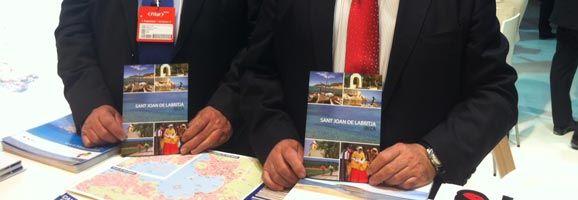 En el stand de Ibiza, enmarcado en la Feria de Turismo de Madrid, FITUR, destaca la presentación de un folleto que engloba los principales atractivos del municipio de Sant Joan de Labritja.