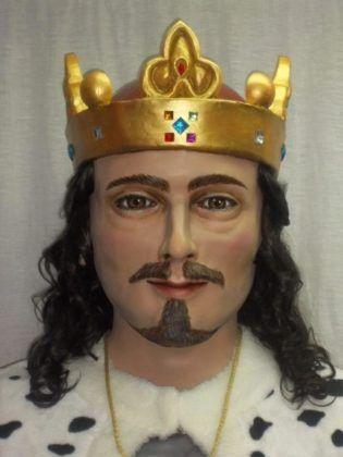 El nou gegant de Llucmaçanes representa figura del Rei Alfons III.