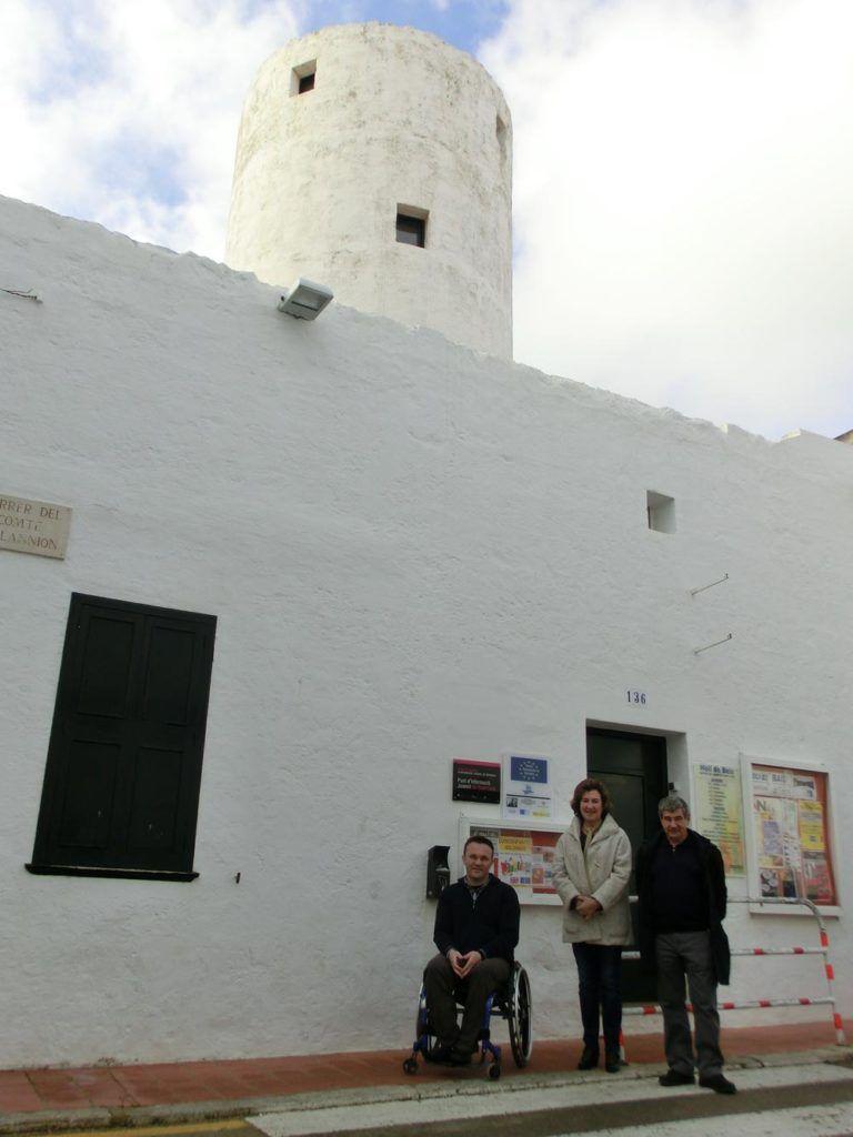 Fotografía del batle de Sant LLuís, Cristòbal Coll, al Molí de Baix.