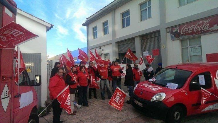 Concentració de treballadors de la Coca-cola a Menorca.
