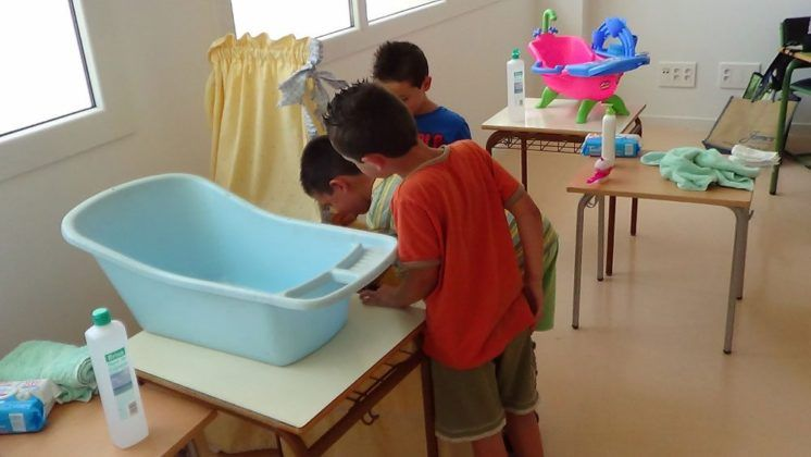 Els nens van investigar el món sanitari jugant a Micromón.