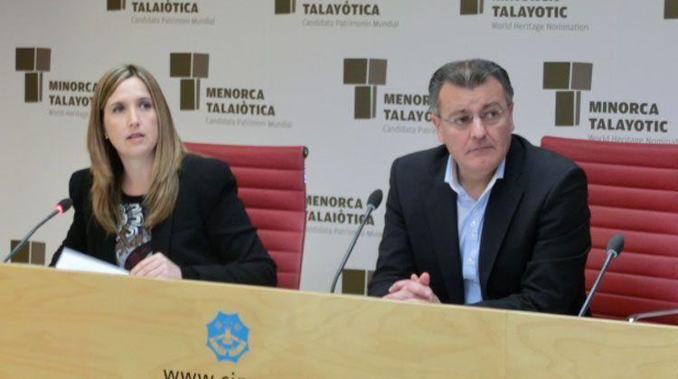 La consellera de Serveis Generals, Treball i Innovació, Pilar Pons, junt amb el president del Consell Insular, Santigo Tadeo.
